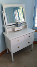 Dressing table chest of drawers with mirror
