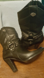 Womens Size 7 Harley Davidson branded Leather Motorcycle Boots