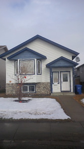 NEWER HOME IN PENHOLD FOR RENT AVAILABLE AUGUST 1ST
