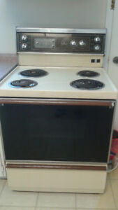 STOVE  (MAKE HOT POINT) ONLY FOR $100