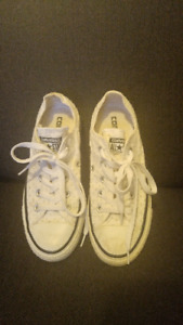 Ladies White Fabric, Low Cut Converse All Star Sneakers (Size 5)