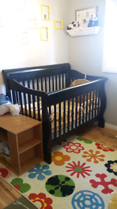 BILY convertible crib with like new mattress and full bedding se