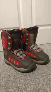 Brand new junior snowboard boots - size 3