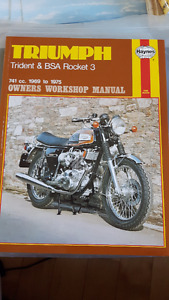 TRIUMPH TRIDENT & BSA ROCKET 3  MOTORCYCLE BOOK