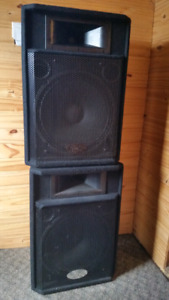 Pair of Behringer Eurolive P1520 Speakers