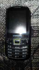 SAMSUNG cell phone on telus $60. Prince George British Columbia image 1