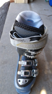 Ladies atomic ski boots size 22.5