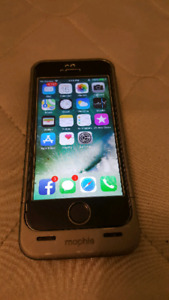 iphone 5s with mophie case