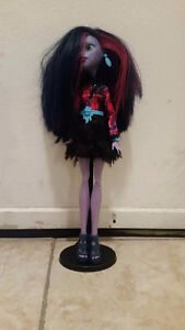 28 Monster High Dolls
