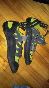 La Sportiva men's 10.5 climbing shoes and chalk bag