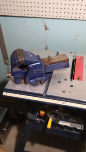 Table saw and a gray vise