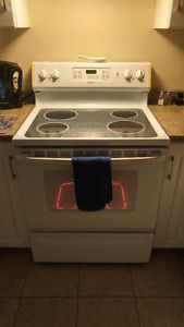 Very nice oven with ceramic top