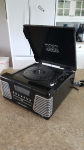 Crosley CR712 Autorama Turntable with CD Player and AM/FM Radio