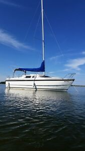 MacGregor 26X family sailboat