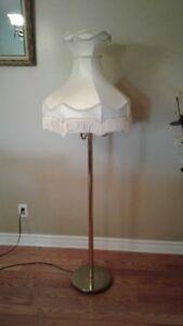 plusieurs lampes antique...BROCANTE FLEUR DE LYS