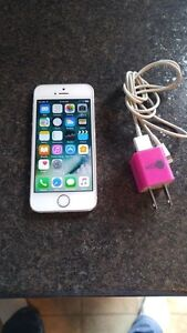 (FIDO) 16GB SILVER APPLE IPHONE 5S INCLUDES CHARGER