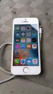 8/10 conditions BELL iPhone 5s 16gb with cable