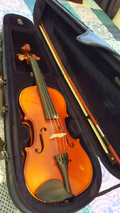 Suzuki Violin for Sale- hardly used