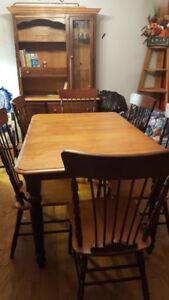table + rallonge + 6 chaises + buffet en vrai bois
