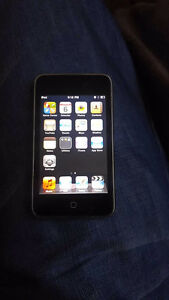 IPOD TOUCH 32gig 3rd gen