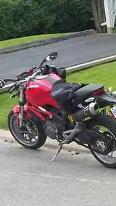 Ducati Monster 1100, Triumph 955 Speed Triple