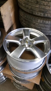 205 65 16 or 215 60 16 Michelin XIce3 on  Chevy Cruze alloys