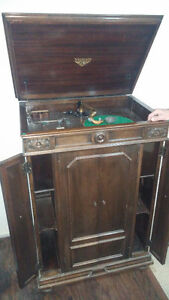 Early 1900s victrola talking machine
