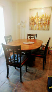Dining Room Set in Excellent Condition!!