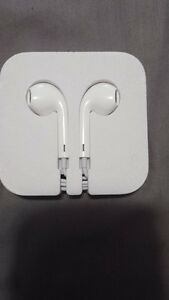 BRAND NEW O.E. Apple EarPods Remote Mic 3.5mm In