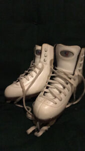 Great condition figure skates