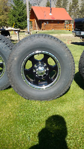 Hankook LT285/70R-17 Winter Tires and Rims for GMC 3/4- 1 Ton