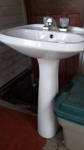 Pedestal Sink and stand RIVER GLADE AREA