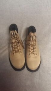 Brand New White River Dogwood Canyon Boots