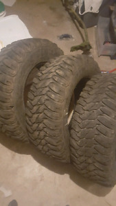 Set of Mud and snow tires 265/70/17
