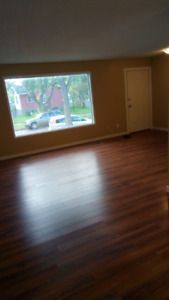 $500 OFF! Renovated 3BDRM MAIN FLOOR AVAILABLE IMMEDIATELY