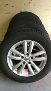 4 Winter Tires on Alloy Wheels (215/60R16)