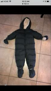 Gap dark grey Sherpa lined snowsuit. Eeeuc 18-24 months