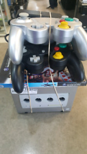 Game Cube system with 2 controllers