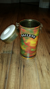 1994 BAILEYS THE ORIGINAL IRISH CREAM COLLECTIBLE TIN w/ latch