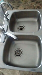Kitchen Sink with 2 Water Taps