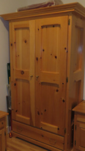 Pine Armoire and Night Tables / Armoire Pin et Tables Chevet