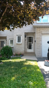 LOCATION- Townhouse  - minutes from Go Station / QEW