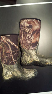 Bogs Classic High Mossy Oak hunting boot - like new