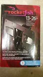 Rocketfish TVMLPT01 13-26' low profile tv wall mount