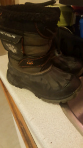 Boys youth size 2 winter boots