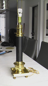 LAMPE DE TABLE EN BRASS MASSIVE DE LUXE (LAITON)