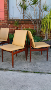 SET OF FOUR PARKER TEAK DINING CHAIRS.