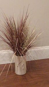 Accent Vase Cream in Color with Straw