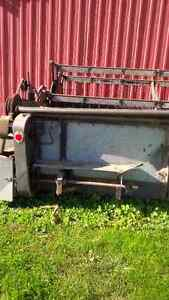 15 foot combine head , gleaner l,m London Ontario image 2