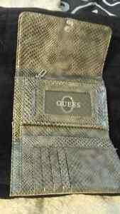 Guess wallet for sale , great condition. 15$
